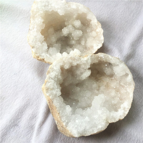 raw crystal white agate geode3